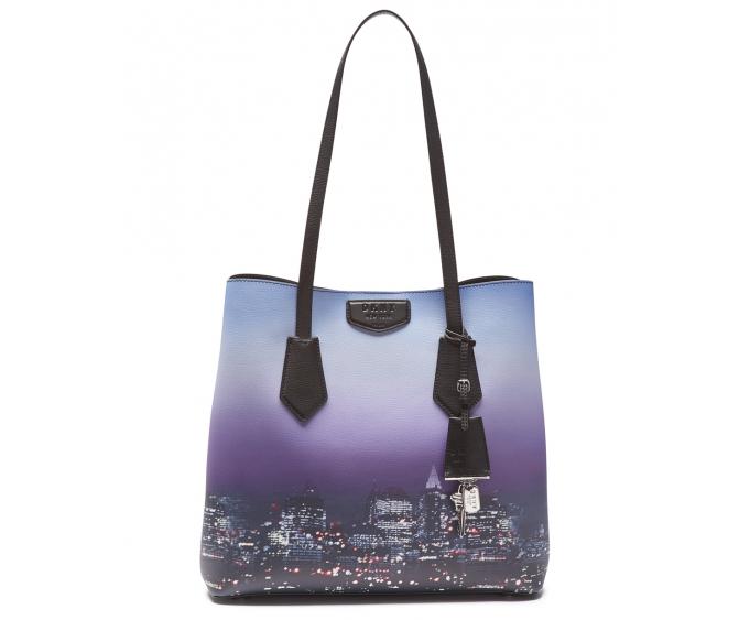 c854f452d377 Стильные рюкзаки, удобные кроссбоди и кошельки, а также классические модели  сумок поддерживают тренд логомании, и подчеркивают игривое настроение  сезона.